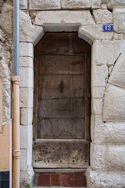 Porte d\u0027entrée d\u0027une maison médiévale - Grasse Doors, Gates and