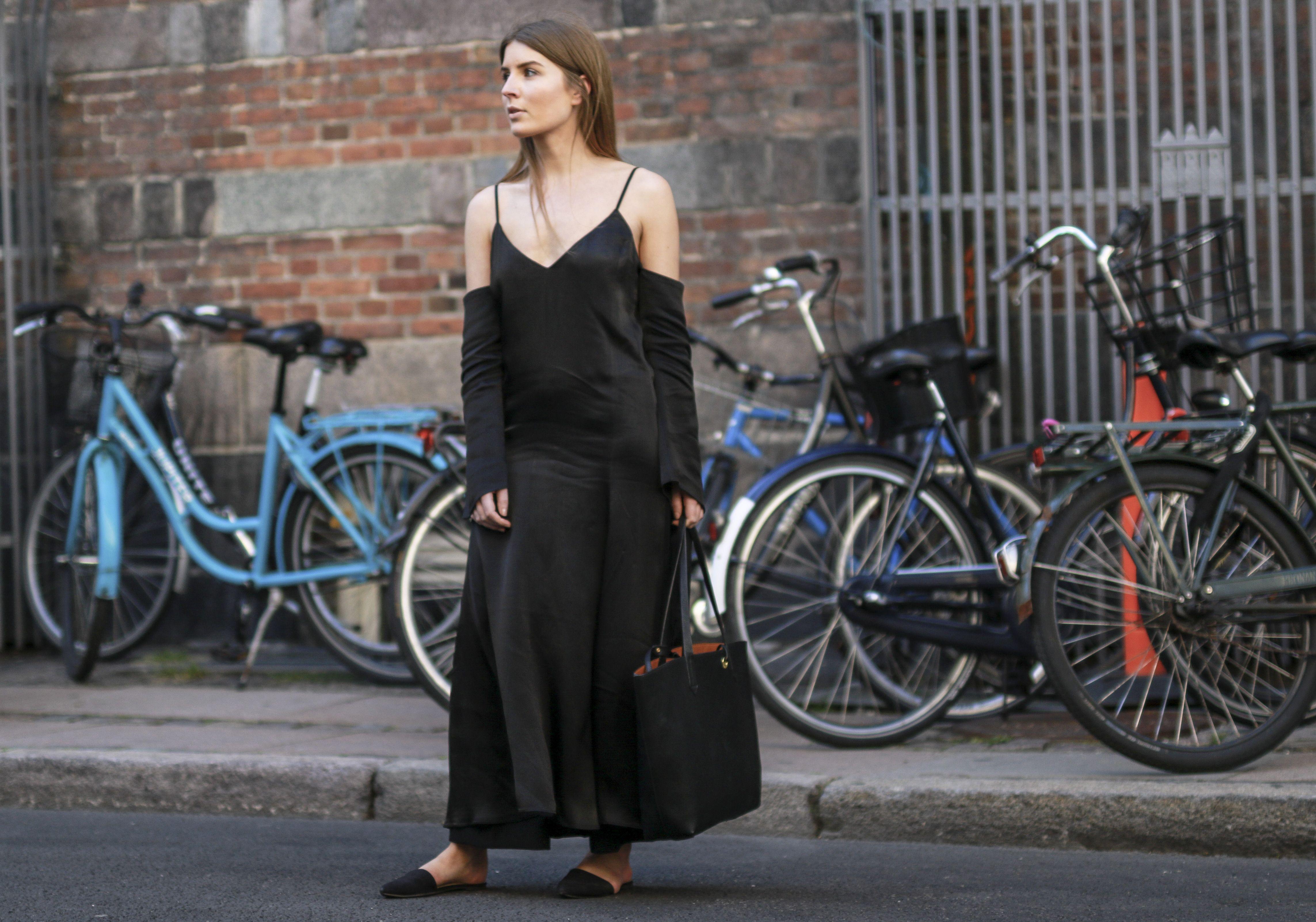 #streetstyle #fashion #streetfashion #street #mode #moda #copenhagen #lifestyle #woman #stylish #stylist #fashionable #fashionweek #shoes #bag #bloggers #blogger #fashionblogger #dress #black