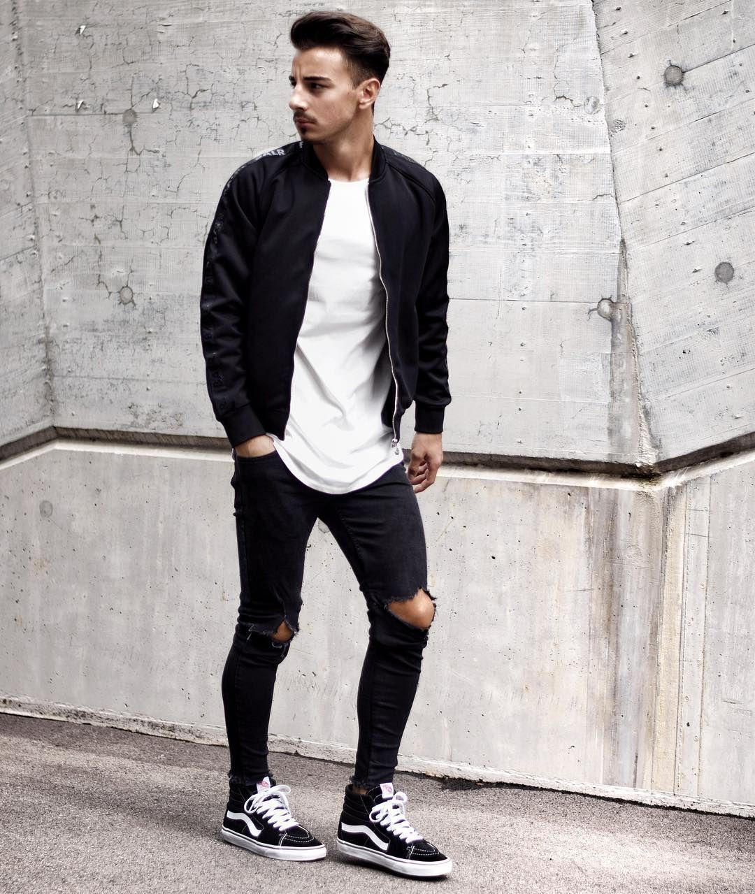 """a97e87d906e Giống như Vans Old Skool. Những đôi giày Vans Hi-SK8 cũng rất được lòng các  """"sneakerhead"""" chính hiệu. Và luôn được xếp vào top những đôi giày sneaker  cao cổ ..."""