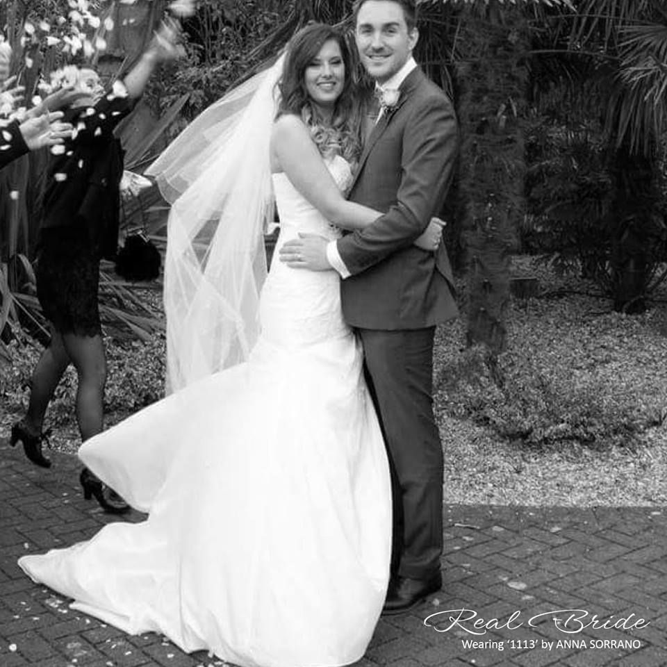 Real Brides Wed2b: We Love This Photo Of Real Bride Laura Who Looks