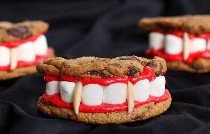 Saw this on Facebook! Cookies, marshmallows, cake icing and peanuts. Awesome craft for kids.