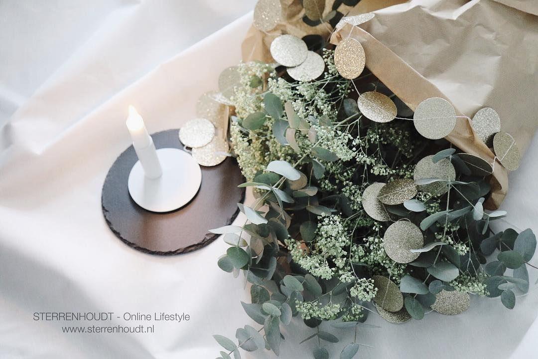 Eucalyptus en gipskruid  ... een perfecte combi! It smells so good  . . TAB for details - items verkrijgbaar in de webshop #sterrenhoudt #delightdepartment @delightdepartment #nicolasvahe @nicolas_vahe #wouddesign @wouddesign #christmas #kerst