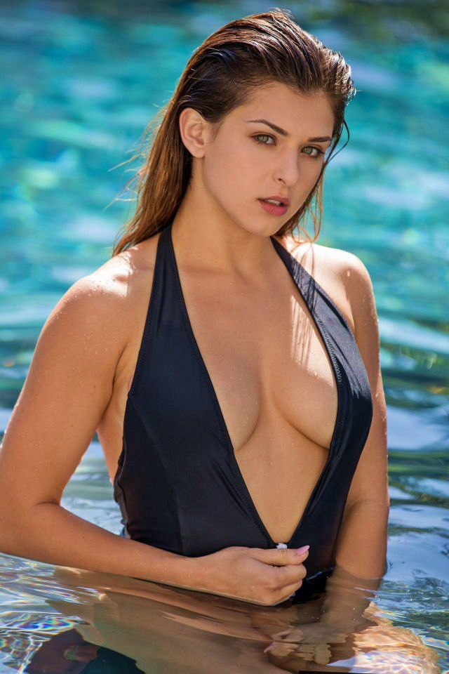 Leah Gotti Nude Photos 96