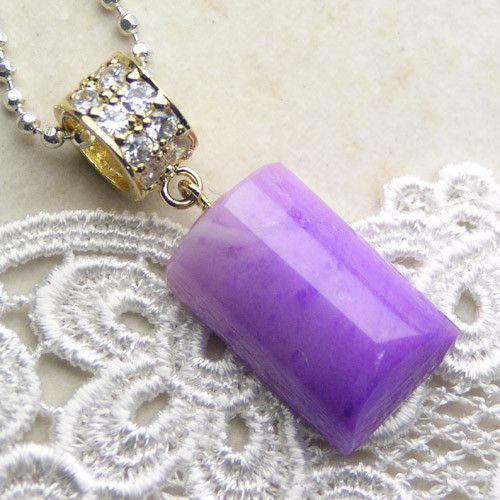 レアストーン、スギライトの中でも希少色のピンクスギライト。透明度の高い良質な原石を使いシンプルデザインのペンダントトップにしました。-------------... ハンドメイド、手作り、手仕事品の通販・販売・購入ならCreema。