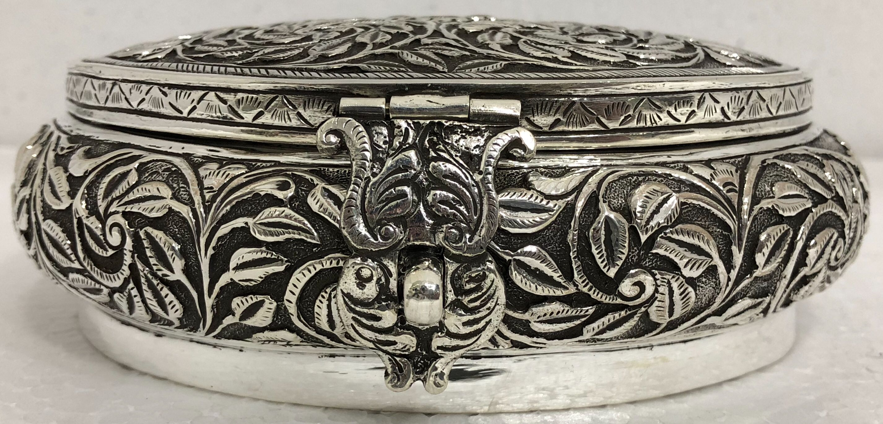.925 Sterling Silver Hand Chased Round Cylindrical Box Container Repousse Gift