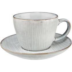 Die Henley Kaffeetasse mit Untertasse im 4er-Set aus Steinzeug freut sich schon darauf, mit Ihnen und Ihren Freunden beim Frühstück oder einem Kaffeekränzchen zu essen. Und genau wie Sie steht sie auf diese unkomplizierte, authentische Art, die sich beim Kochen, Tischdecken und Dekorieren lieber vom Gefühl als von strikten Vorgaben leiten lässt. Aus der Henley Serie sind passend erhältlich: ein großer Teller, ein kleiner Teller, eine Tasse, eine Teekanne und weitere Schalen, sowie Aufbewahrungsd