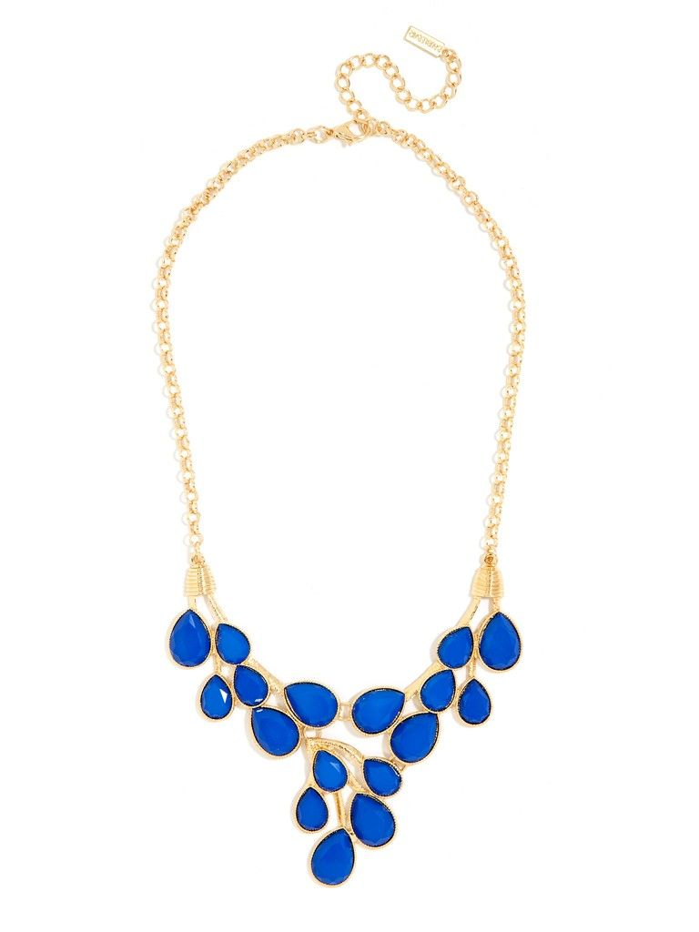 This gorgeous necklace flaunts a lovely romantic vibe thatus still