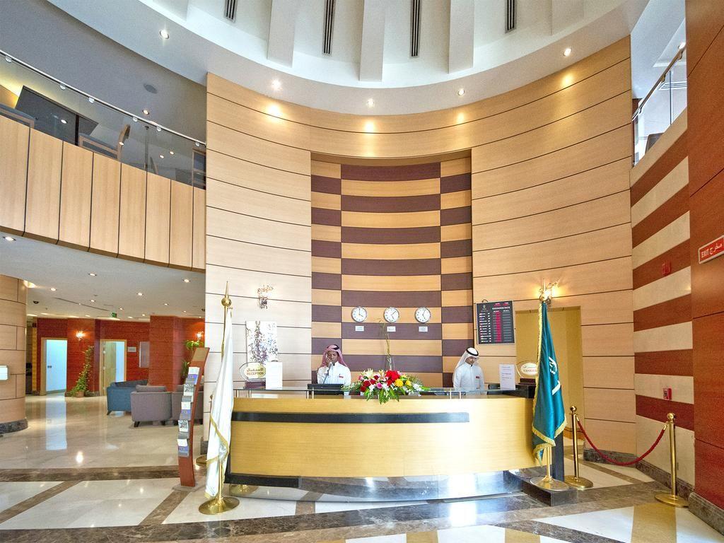 يعد فندق جبل عمر حياة ريجنسي مكة من افضل الفنادق حيث انه يمكنك حجز فندق امام الحرم المكي ويمتاز الفندق بالاطلالة الرائعة علي ا Hotel Mecca Hotel Hotel Offers
