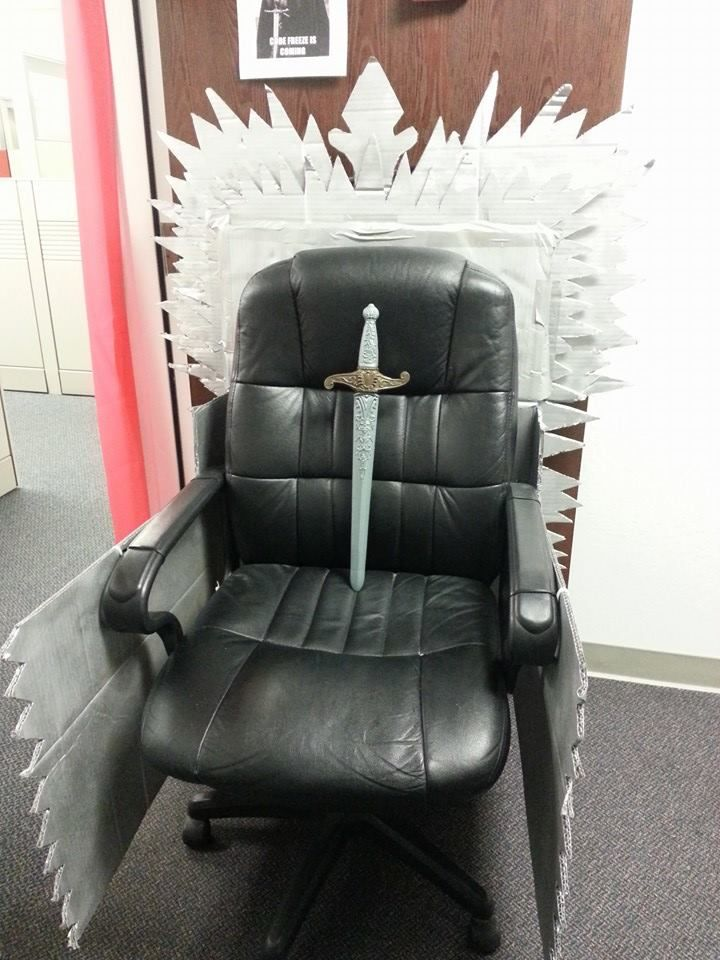 Diy Iron Throne Of Thrones Lannister Office Cubicle Decorating
