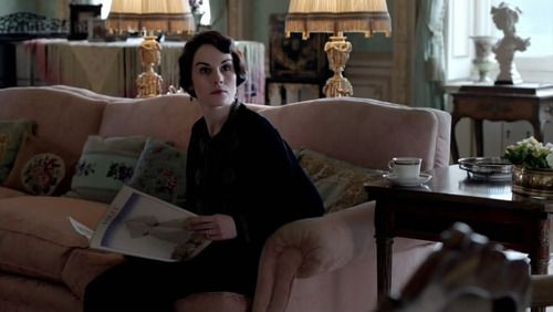 Mary Crawley reads Vogue. Of course