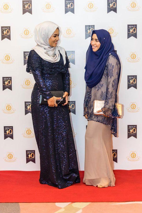 Tips Organise Reunion Hijab Fashion Black And Gold Theme Fashion