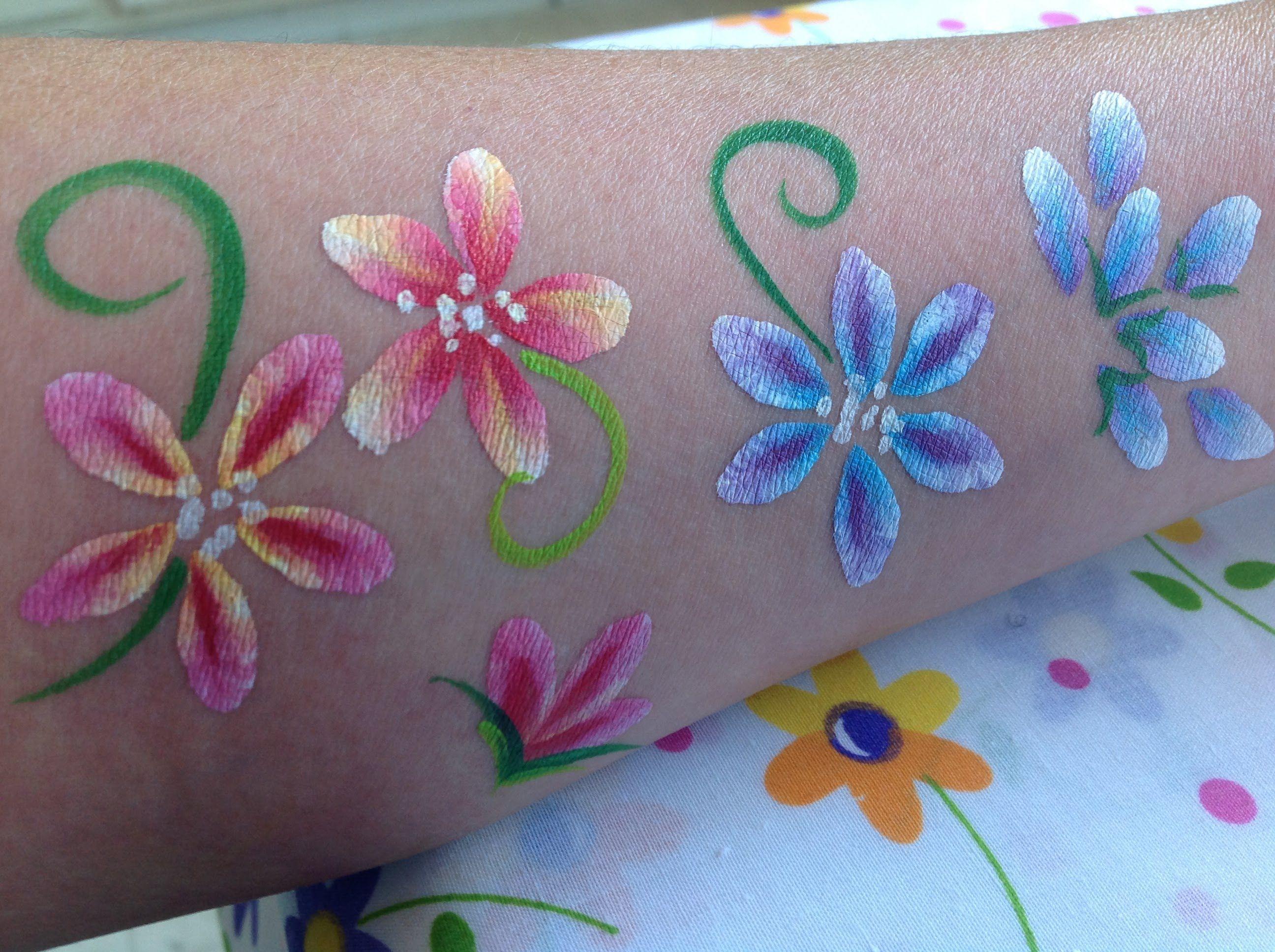 como pintar flores con tres colores a la vez facep maquillaje