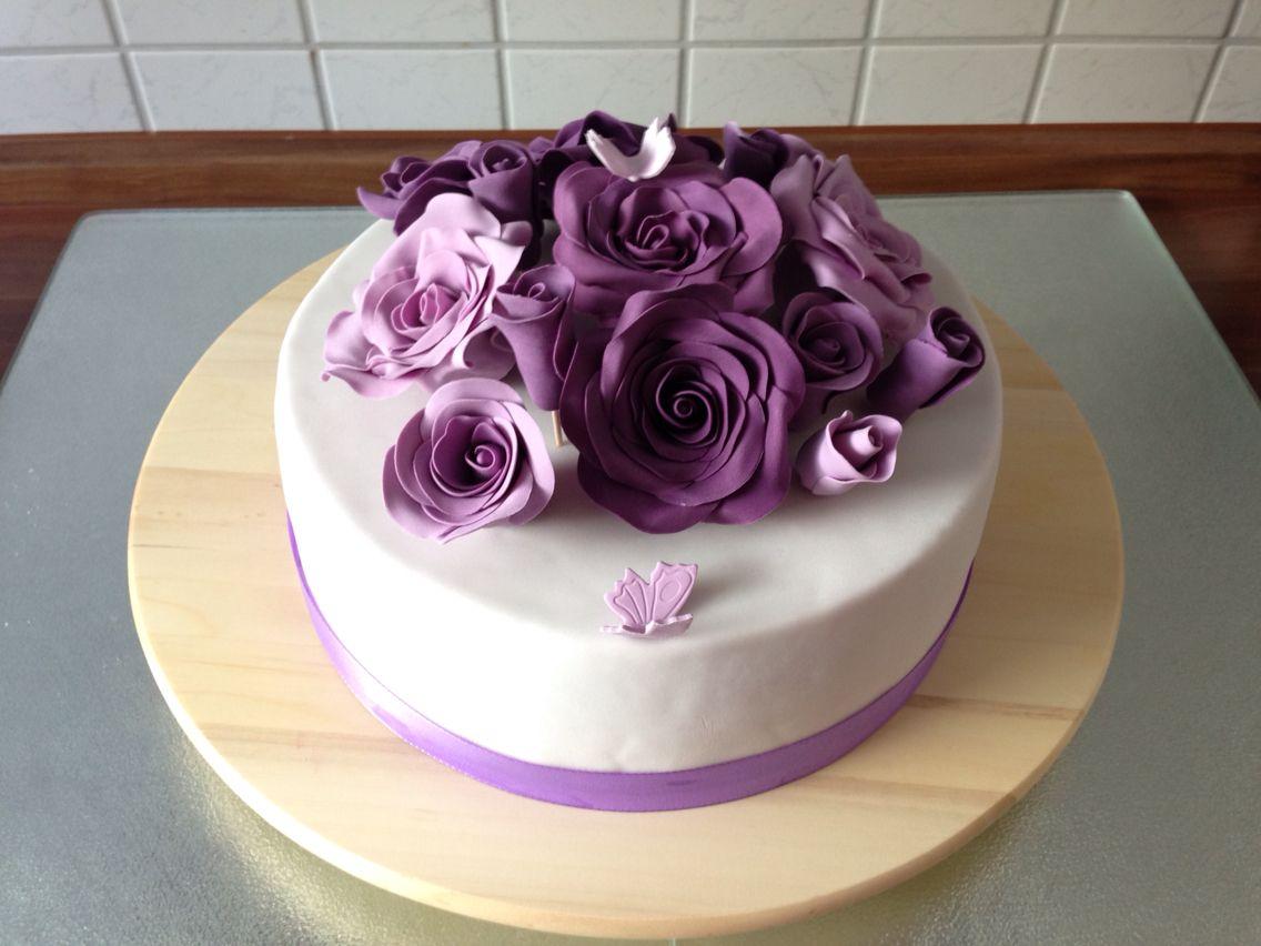 torte mit lila rosen aus fondant geburtstagstorte fondanttorte torte zur hochzeit. Black Bedroom Furniture Sets. Home Design Ideas