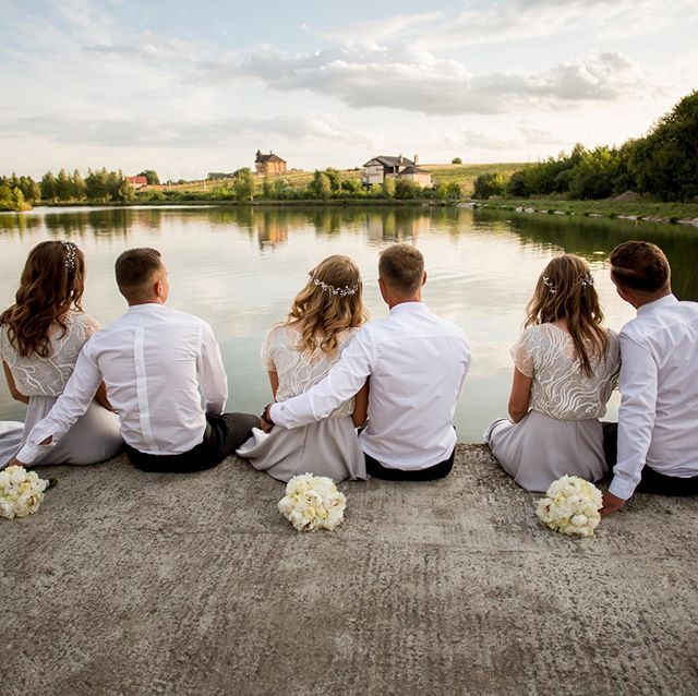 Обожнюю коли дружки на весіллі енергійні і веселі. А ці ...