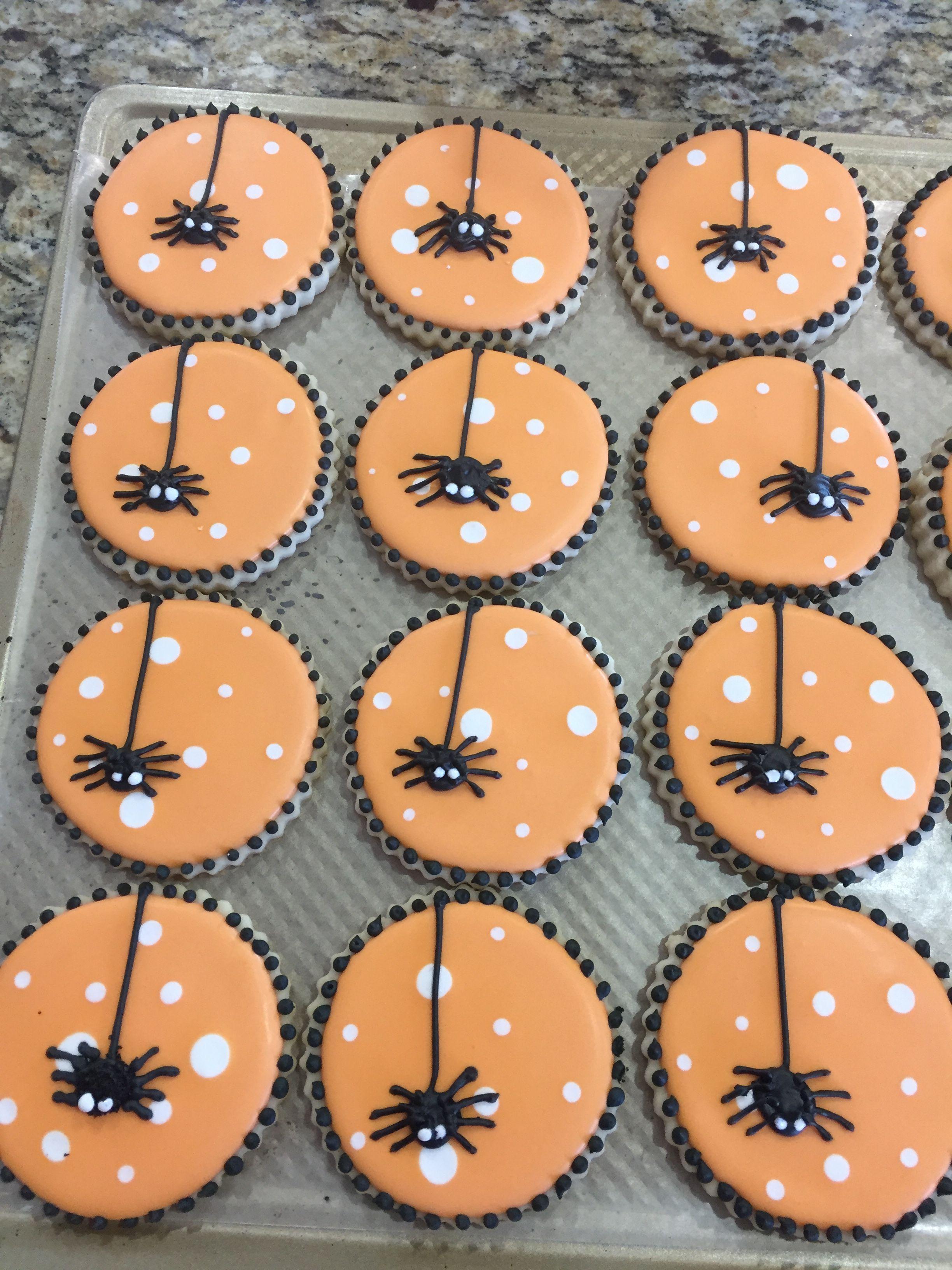Polka Dotted Spidy Cookies #halloweencookies
