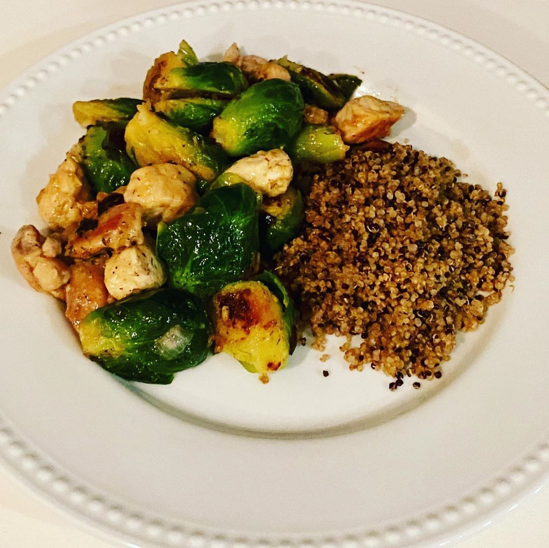 I enjoy cooking healthy dinners but like everyone else Ive got to keep things simple This was cooked in one skillet Chicken Bacon Ranch Skillet so yummy Recipe was modifi...