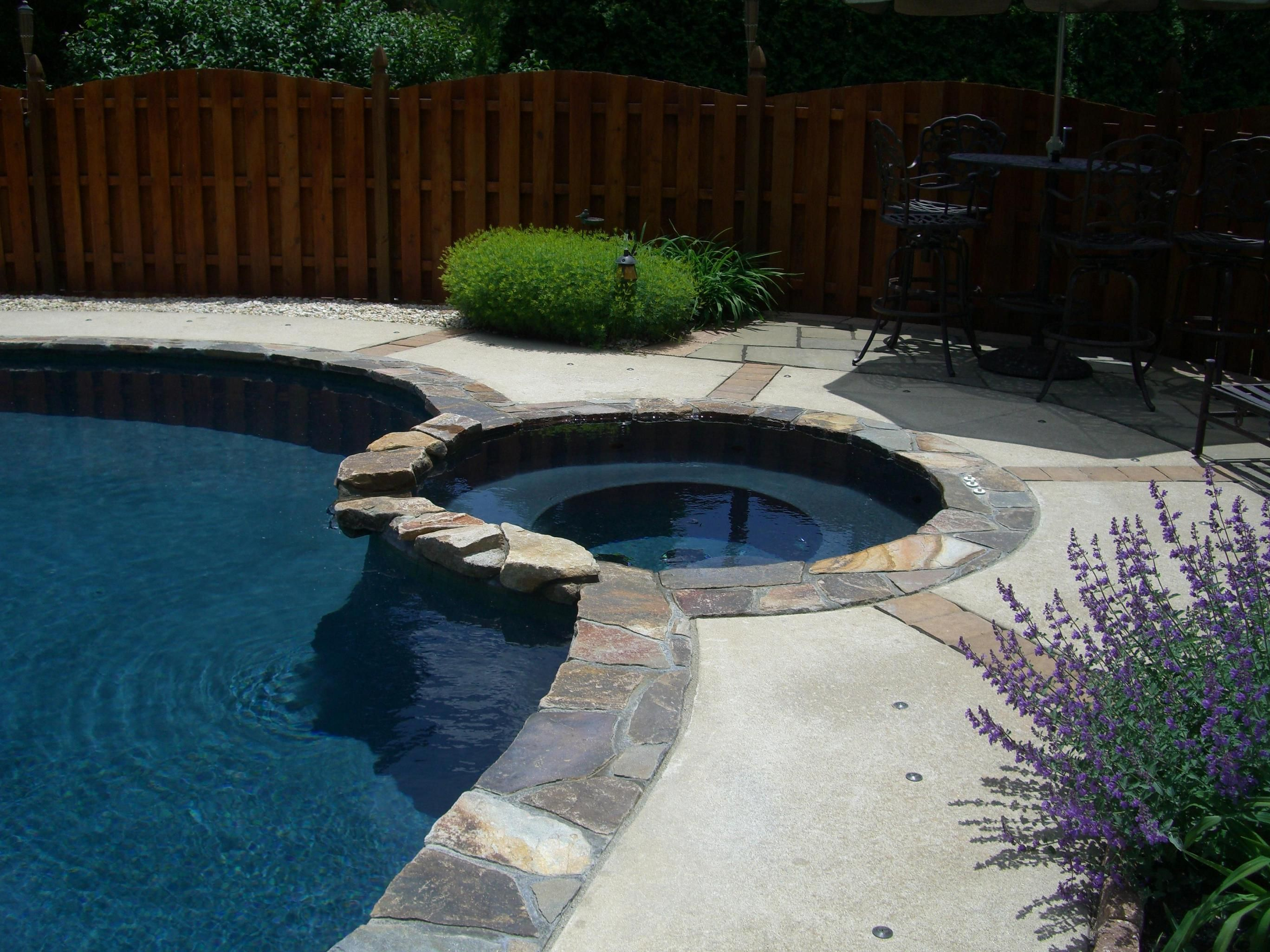 Dark Gray Plaster Fieldstone Coping Milestone Tile Jpg 2 736 2 052 Pixels Pool Plaster Pool Coping Outdoor Decor