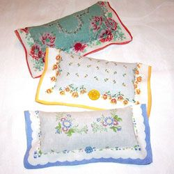 Vintage Sachets ~ Love this! Need hankies? find them here: http://www.nanaluluslinensandhandkerchiefs.com/Printed_Handkerchiefs_s/1924.htm