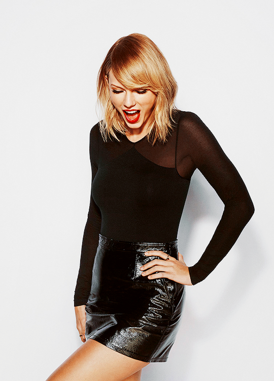 Taylor Swift takes a long time to perfect her hair, outfit