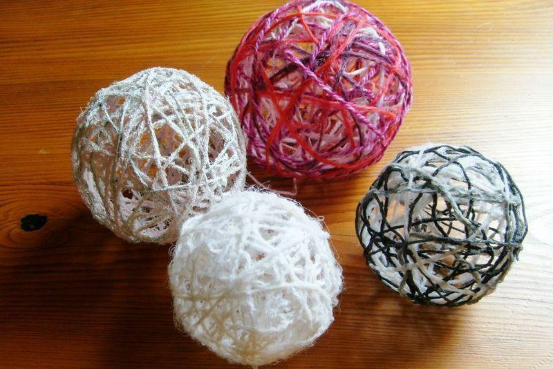 tuto boule de laine mamzelle p pour la classe pinterest deco noel noel et boule. Black Bedroom Furniture Sets. Home Design Ideas