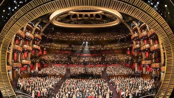El Rating De La Entrega De Los Oscar La 89 Edición De La Ceremonia De Entrega De Los Premios Oscar Presentada Por Jimm Entrega De Oscar Premios Oscar Oscars