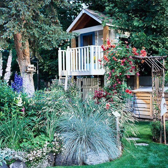 Spielhaus Im Garten Idee Pflanzenarten Hinterhof | ♥︎house ... Spielhaus Im Garten Verspricht Abenteuer Pur Im Eigenen Hinterhof