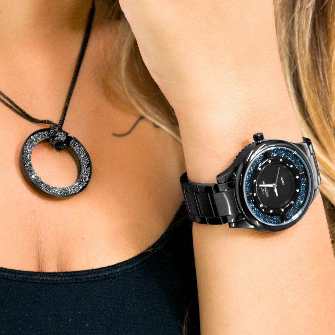 94be3deb338 Um relógio
