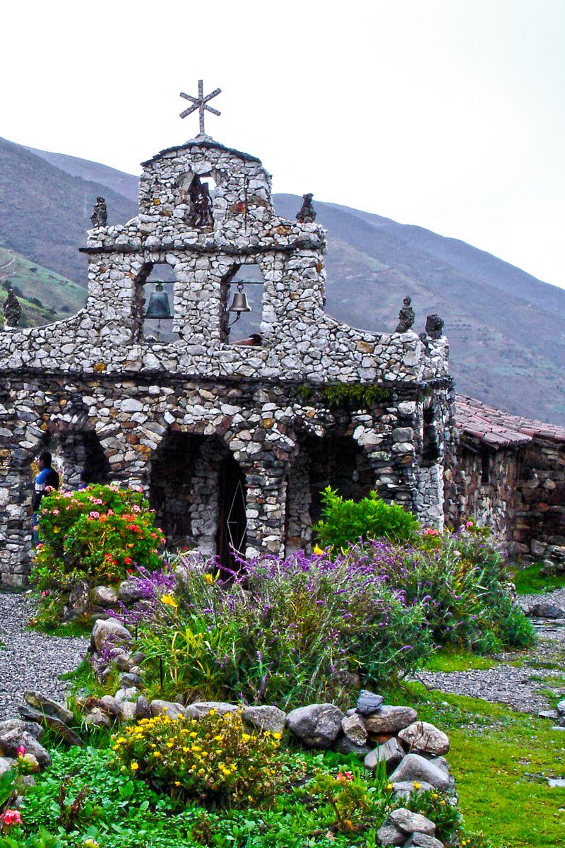 Die Capilla De Piedra Virgen De Coromoto In San Rafael De Mucuchies Venezuela Ist Aus Steinen In Naturlicher Form Errichtet Worden Venezuela Rundreise Reisen