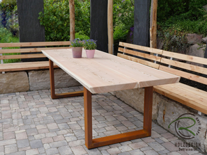 Massiver Tisch Fur Den Aussenbereich Mit Larche Dielen U Rositgen Metallgestell Gartentisch Sitzplatz Im Garten Massiv Tisch
