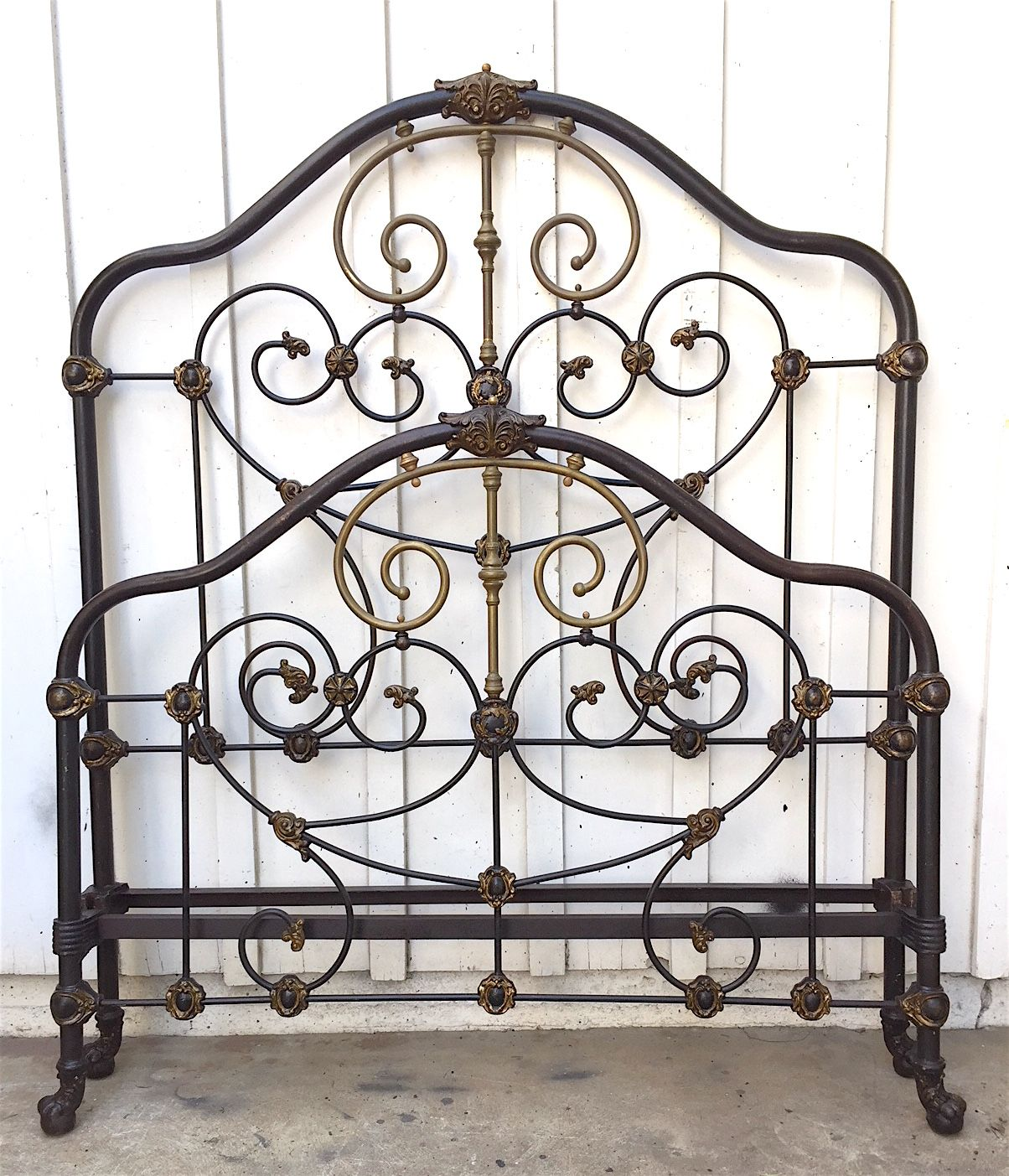 The beautiful antique iron bed came to life with a simple cleaning ...
