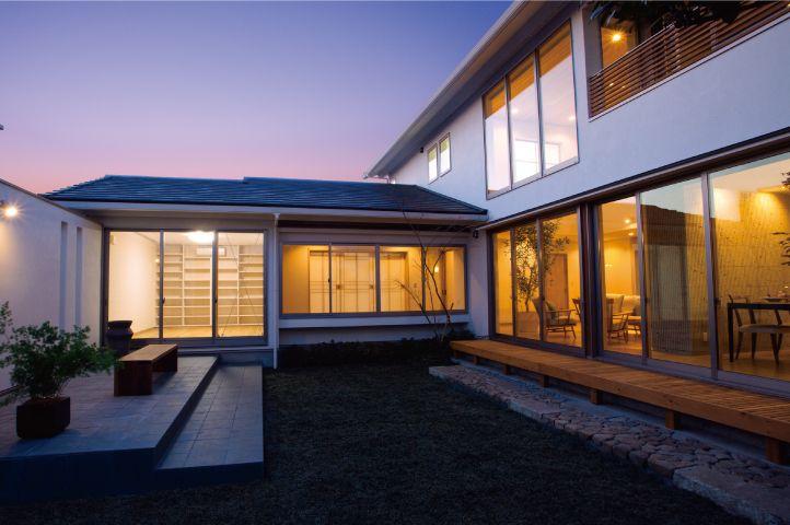 Premier House 木の香りに満ちたゼロ エネルギーの二世帯住宅 新進