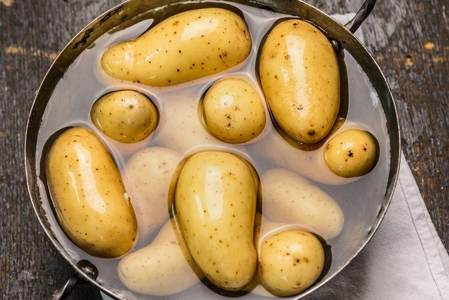 Comment cuire des pommes de terre en cinq minutes recette cuire pomme de terre et pomme - Comment cuisiner des pommes de terre ...