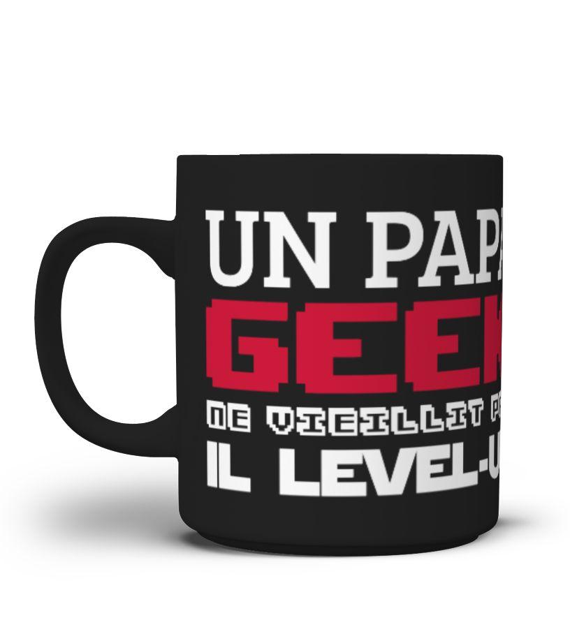 TEEZILY T-Shirt Homme Un Geek ne vieillit Pas il Level-up