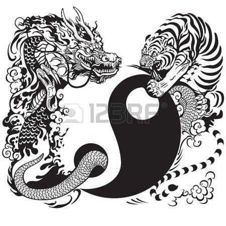 Dragon Chino Símbolo De Yin Yang Con El Dragón Y La Lucha Tigre