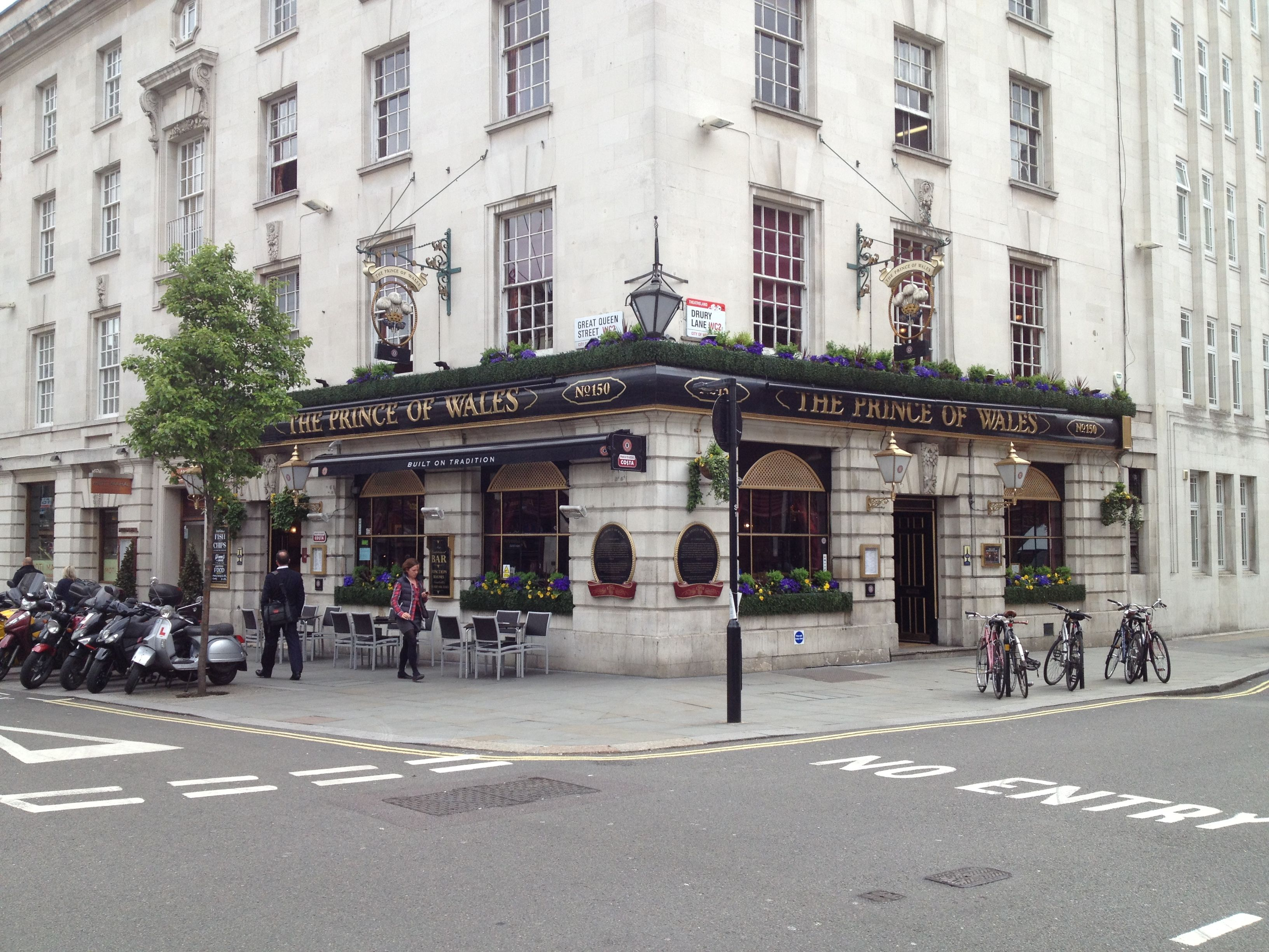 'The Prince of Wales' Pub, Covent Garden London street