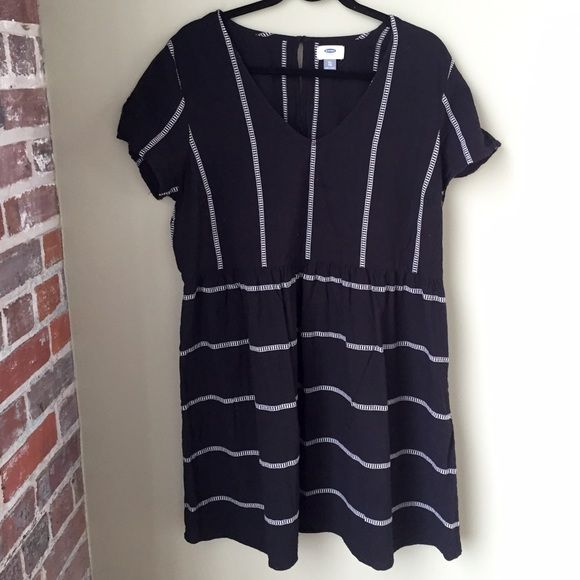 Black and White Old Navy Dress XL Cute summer dress from Old Navy. Gently worn. 100% cotton. Old Navy Dresses Mini