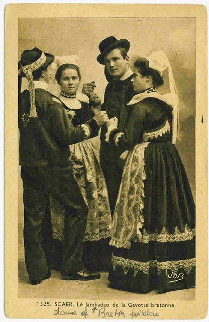 Scaer Le Jambadeo De La Gavotte Bretonne Vintage Costumes European Costumes Brittany France
