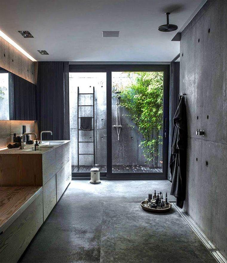 meuble en bois de salle de bain et échelle pour serviettes - douche déco