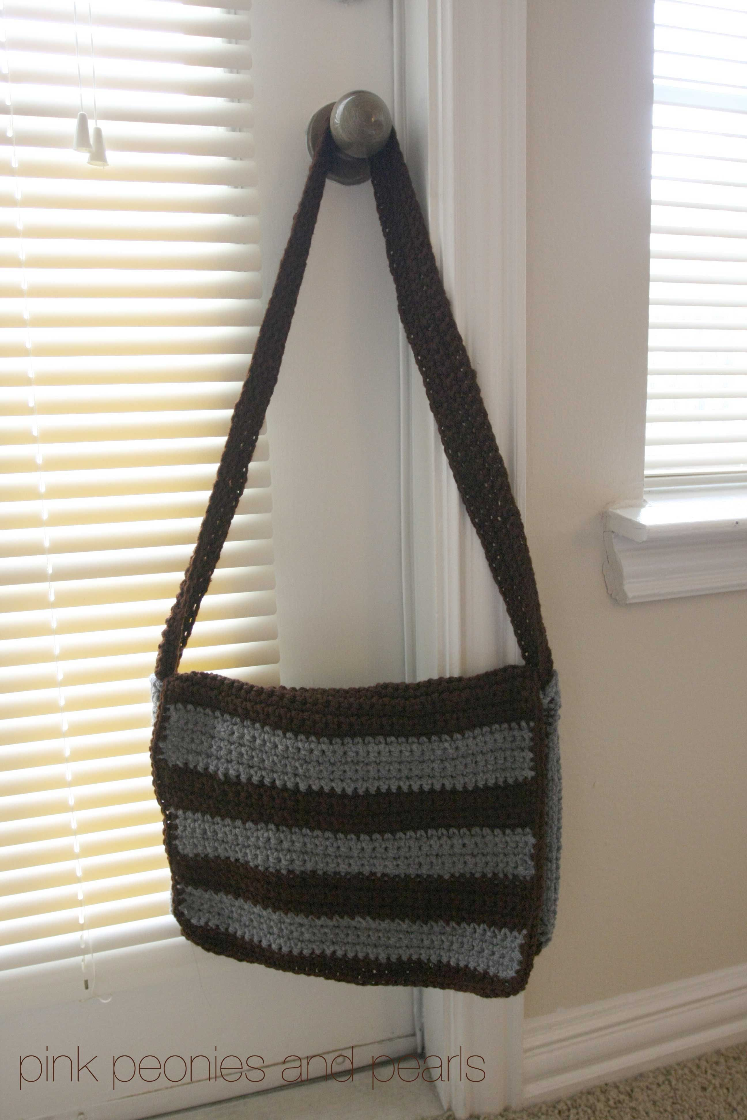 Messengerbagg 25923888 bolsos a crochet pinterest messenger bag i finally finished an entire project using a written crochet pattern admittedly it is a simple pattern i found this book at the dallas bankloansurffo Gallery