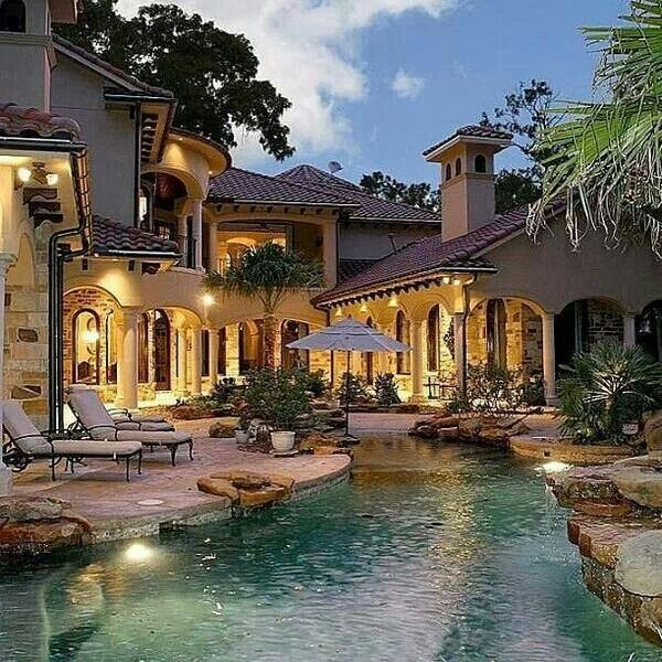 Not sure where this is, but would love to be sittin waterside w a nice stogey & glass of beam! Heaven!