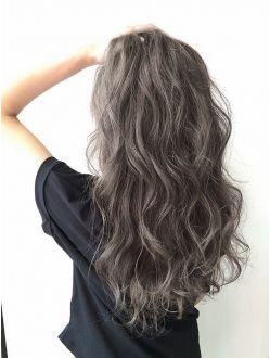 Lien 外国人風プラチナグレー ヘアスタイル ロングヘア 髪型