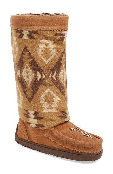 Mukluk boots, Wide calf boots