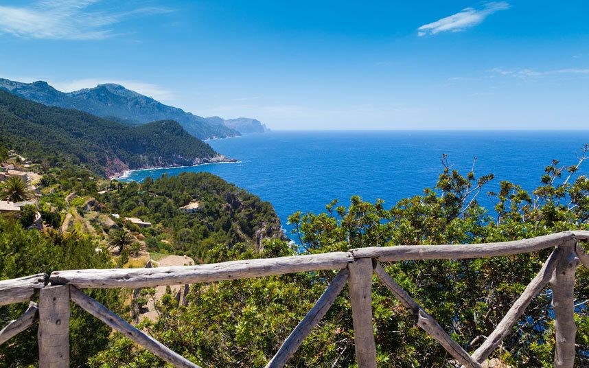 The best Mediterranean islands for family, luxury, beach, culture, walking and   romantic holidays, with information on resorts and hotels in Sardinia,   Santorini, Crete, Cyprus and Ibiza