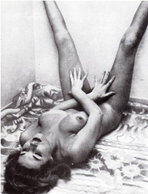 Nude women havng sex