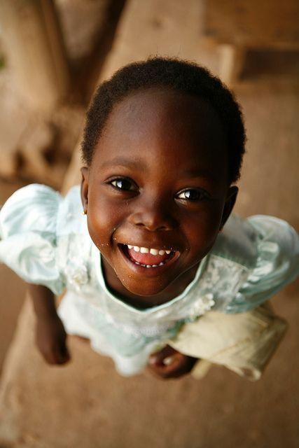 ✔️ Smiling girl from Ghana.