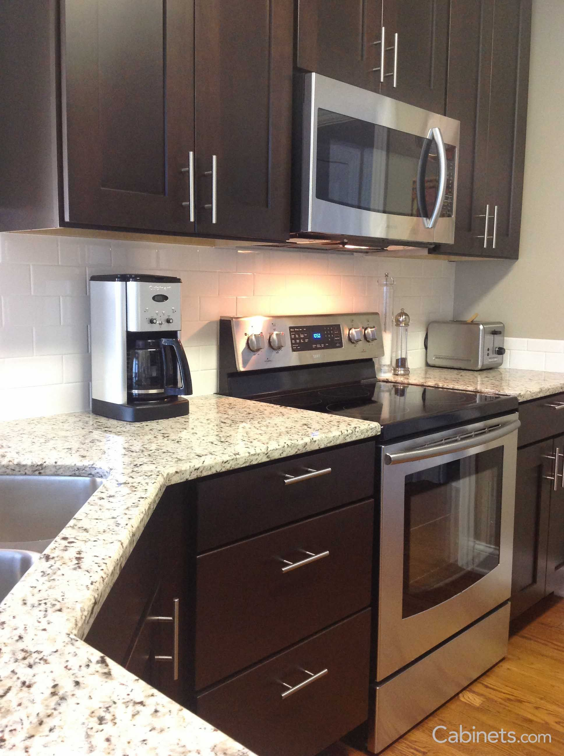 Shaker Kitchen Cabinets Is A Timeless Choice For Your Kitchen The Picture Features Brown Kitchen Cabinets Shaker Style Kitchen Cabinets Kitchen Cabinet Styles