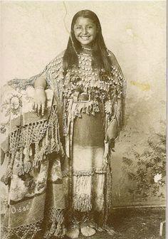 beautiful Native American girl, O-o-be (Oyebi) Kiowa, 1894