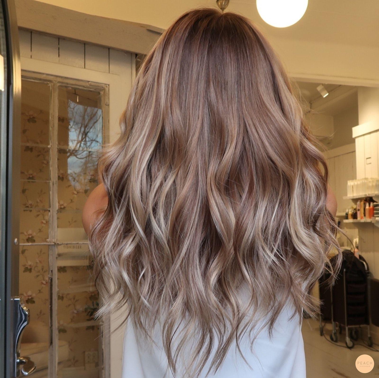 brunt hår med slingor