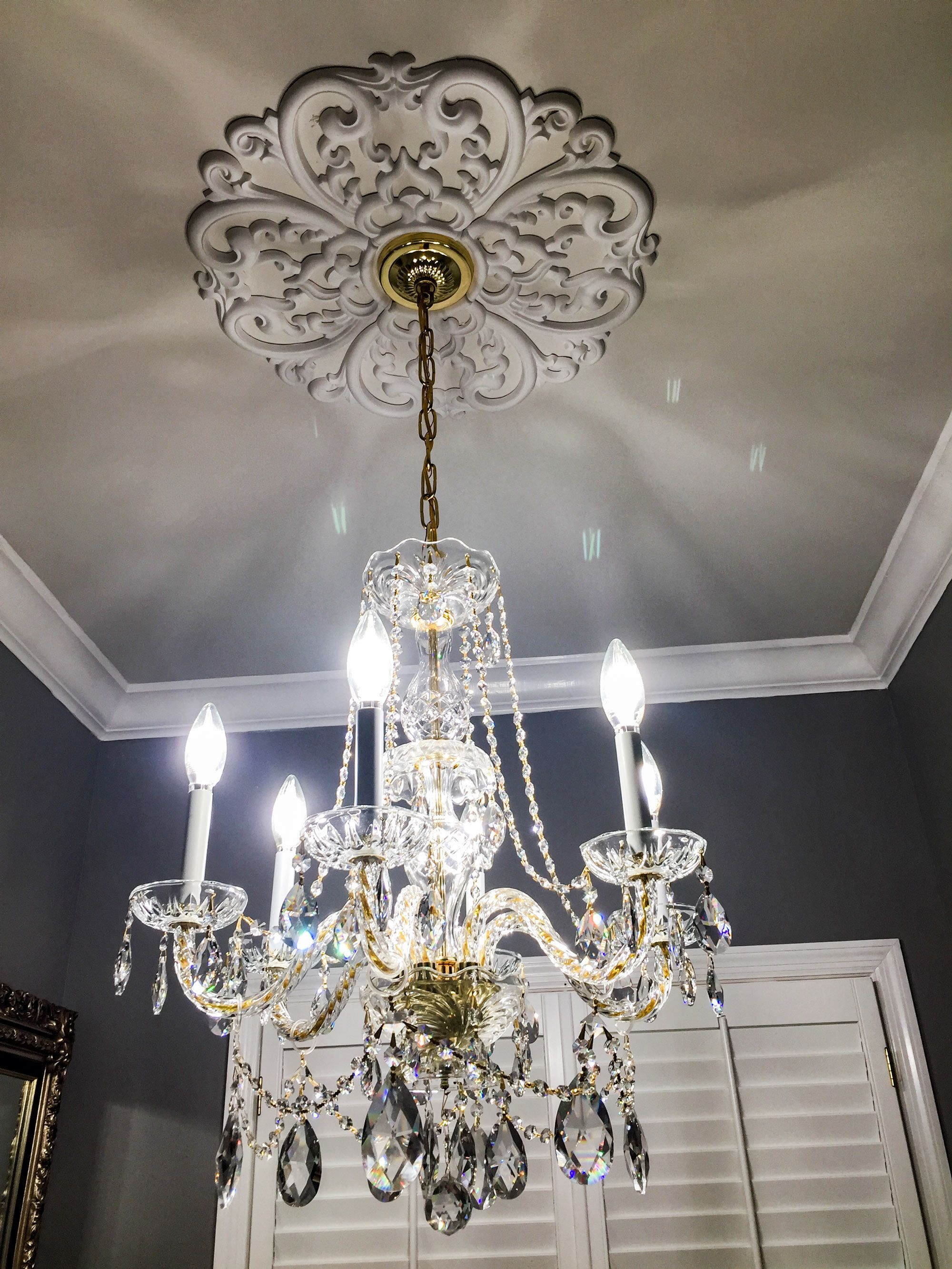 Cost to Install a Ceiling Medallion - 2019