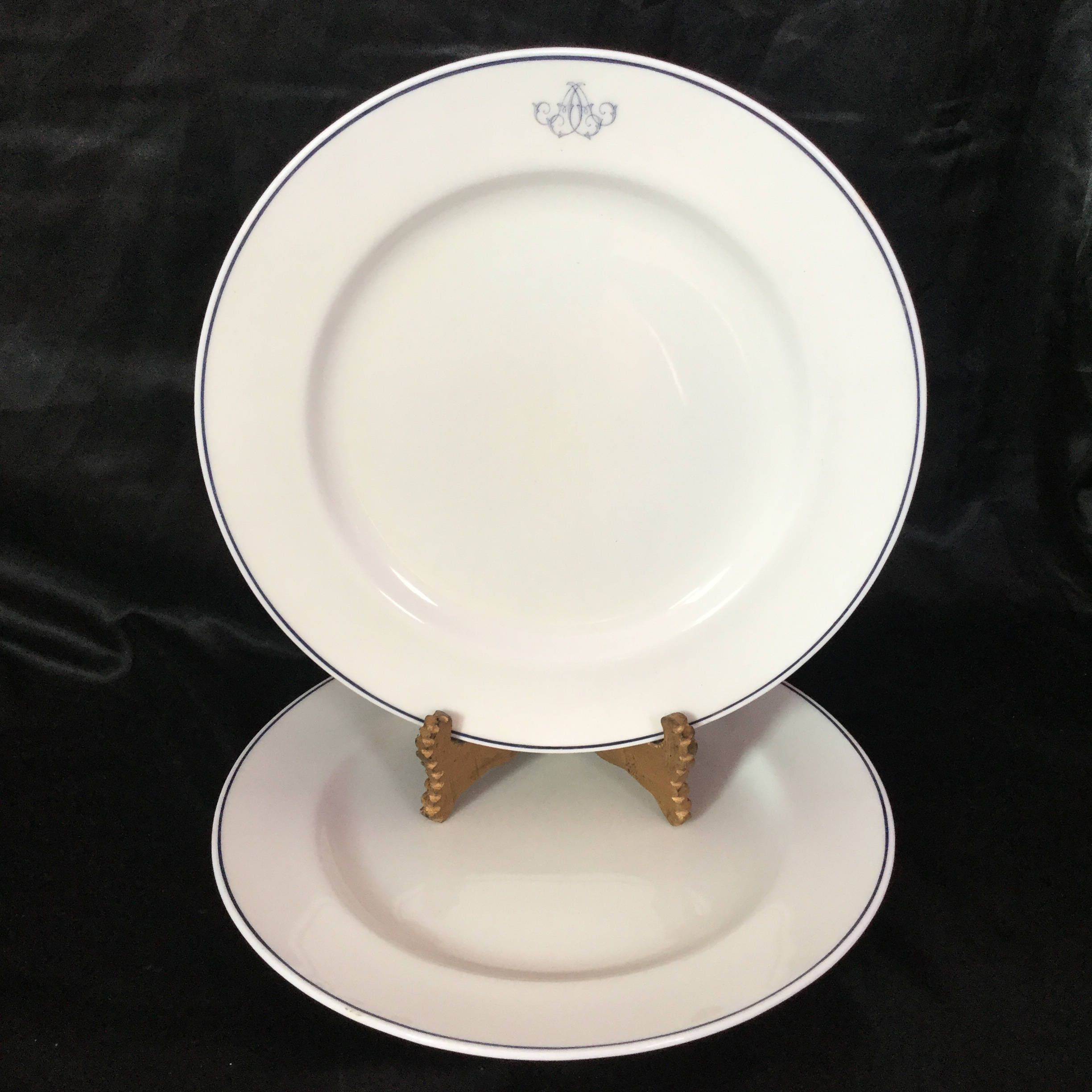 A Beautiful And Classic Minton Diner Plate Set For Two Plates Diner Unique Pottery